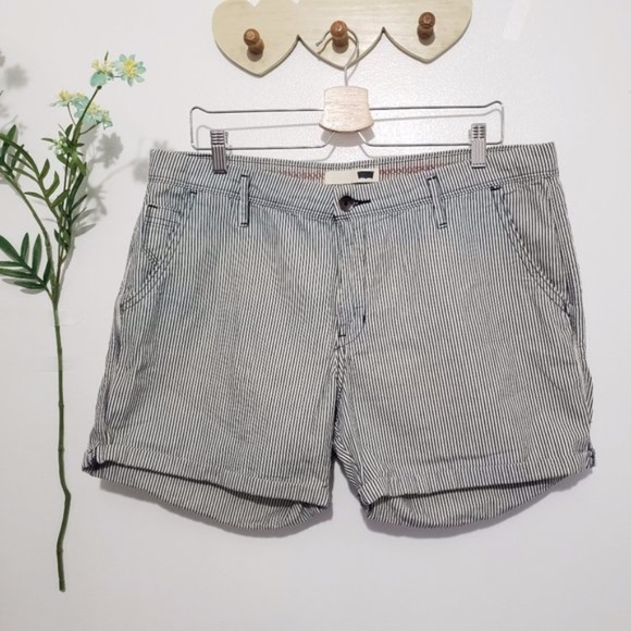 LEVI'S navy blue & white striped cuffed shorts